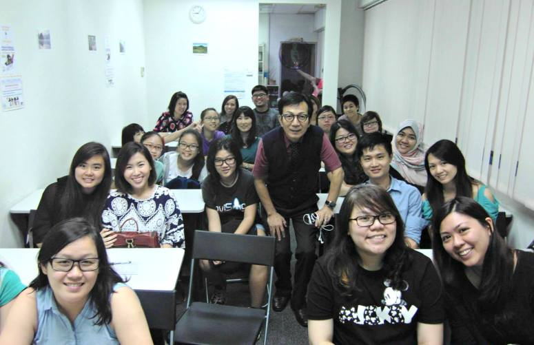 Teacher Mr Harry and his Free Trial Lesson students of Korean Language Class