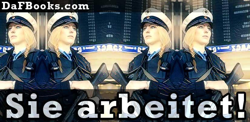Frau Milena Dell arbeitet als Polizeibeamterin im Nahverkehr  in Neu-Ulm.