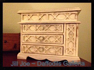 """Vintage jewellery box in Annie Sloan Chalk Paint """"Old White"""""""