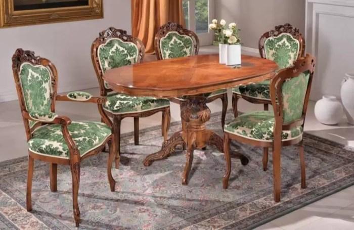 Set di tavolo con sedie