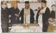 Κοπή βασιλόπιτας φιλοπτώχου Ι. Ν. Αγίας Βαρβάρας το 1979. Ο π. Προκόπιος & ο π. Αριστοτέλης. .