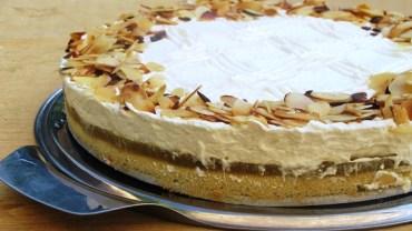 עוגה חגיגית של תפוחים ומוס שוקולד לבן
