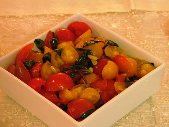 סלט צבעוני של עגבניות שרי