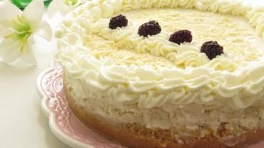 המלכה בלבן עוגת גבינה מלכותית