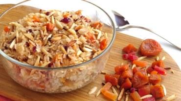 אורז משובץ בפירות יבשים