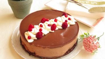 סיום מתוק ומושחת לארוחת החג – עוגת  5 שכבות מוס שוקולד ופטל