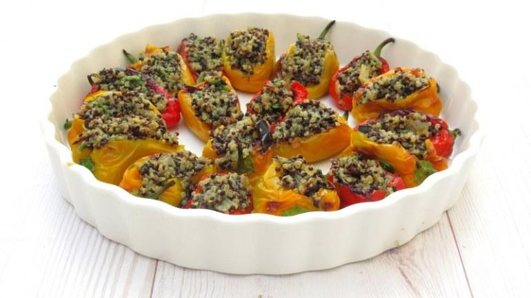 טעים, צבעוני ובריא: פלפלונים ממולאים בקינואה ועשבי תיבול