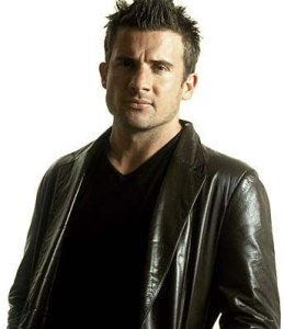 Pictured: Professional Dave Look-A-Like and Australian Ex-Pat, Dominic Purcell