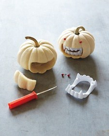 easy DIY vampire pumpkin with fake teeth