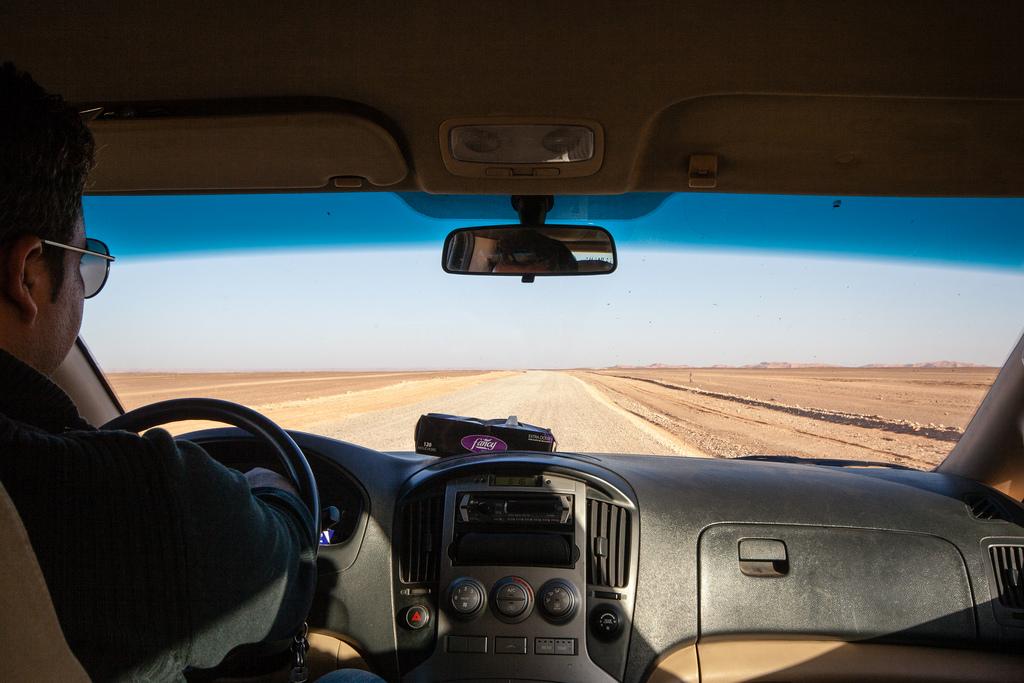 Traversée du désert, en route vers les dunes de Merzouga.