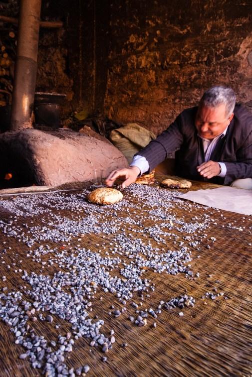 Cuisson du pain, de façon traditionnelle.