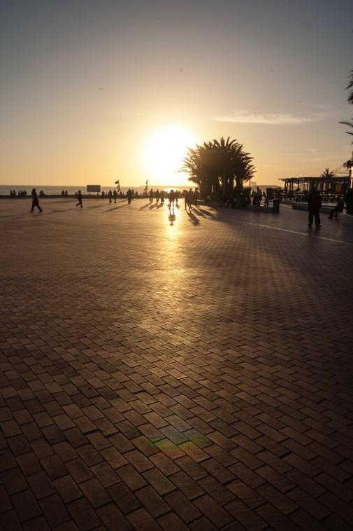 Coucher de soleil sur la plage d'Agadir.