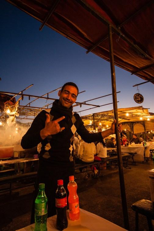 Notre serveur, place Jemaa El Fna.