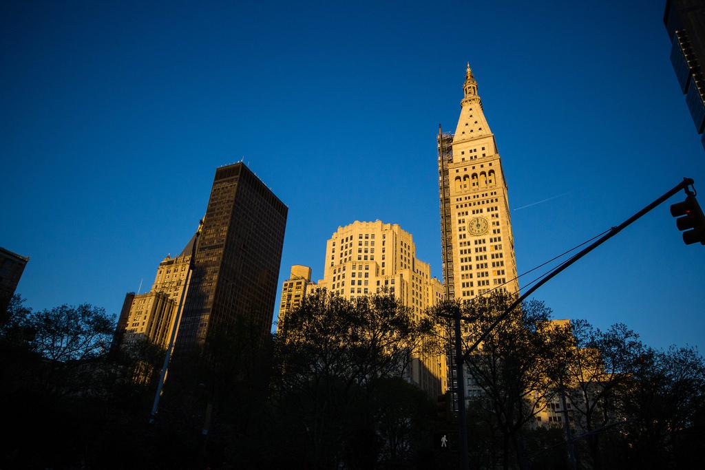 Bâtiments new-yorkais au soleil couchant.