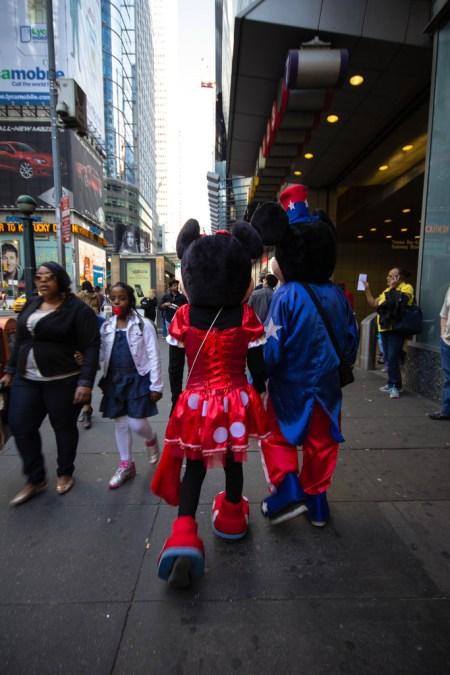 Mickey et Minnie dans les rues de Time Square.