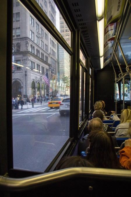 Rue de NYC, vue d'un bus.