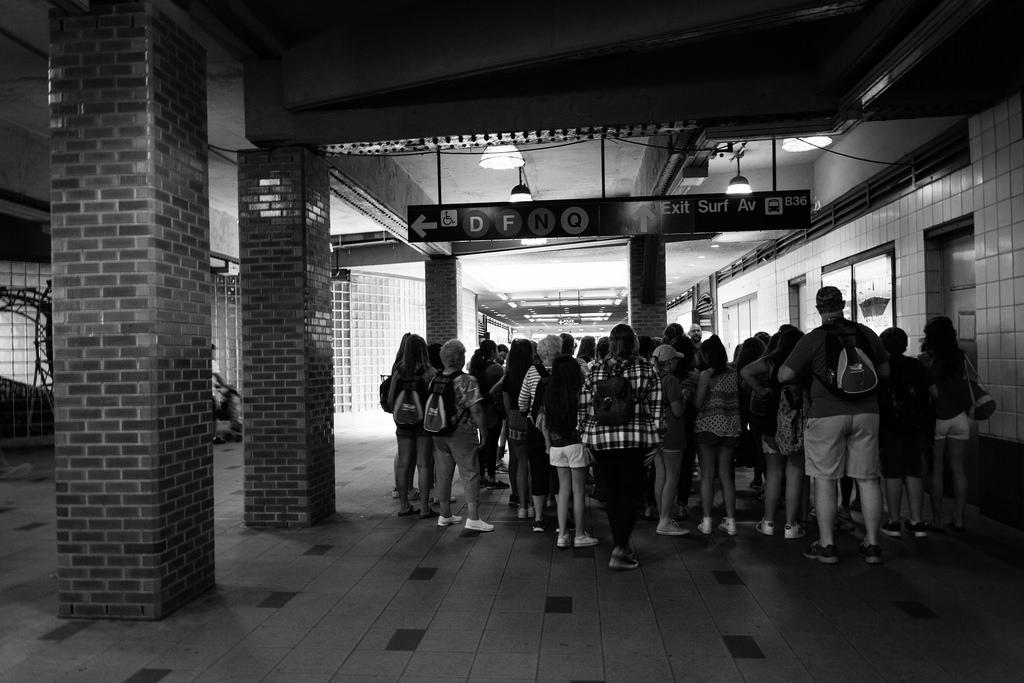 Groupe de touriste, Gare du métro, Coney Island.