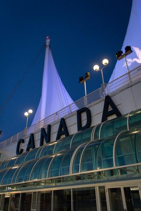 Canada Place à l'heure bleue.