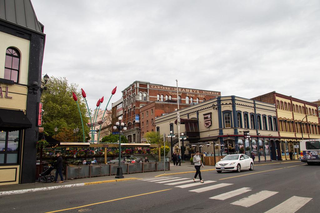 Passage piéton et architecture de Victoria.