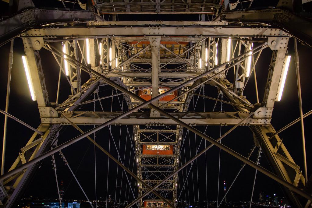 Vue de la structure de la grande roue du parc du Prater.