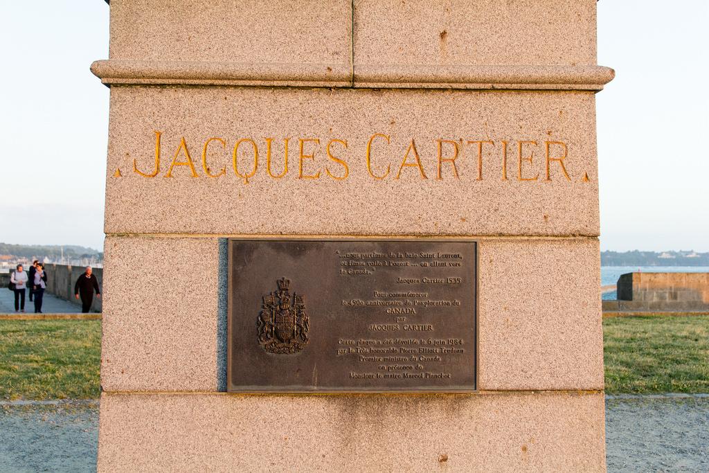 Plaque commémorative à Jacques Cartier.
