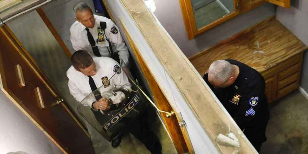 NYPD's secret weapon in standoffs - a simple length of rope