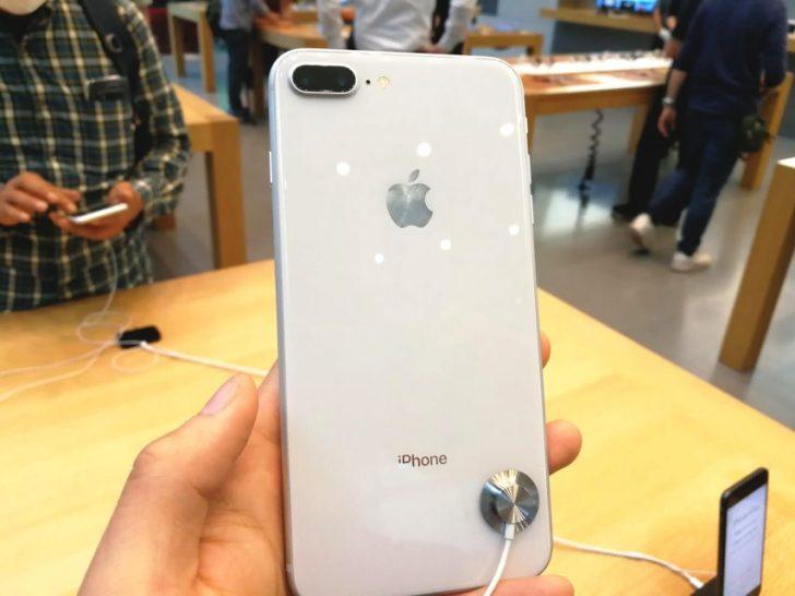 iphone8のシルバーモデルの実機写真