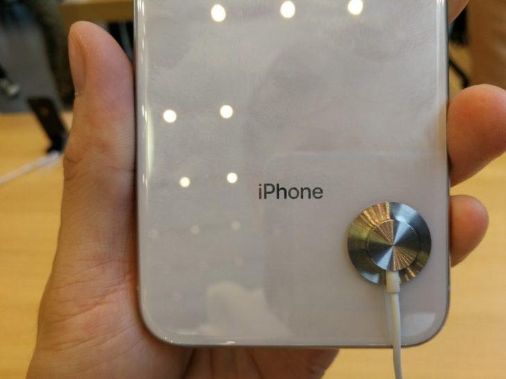 iphonexのシルバーモデルのiphoneの文字