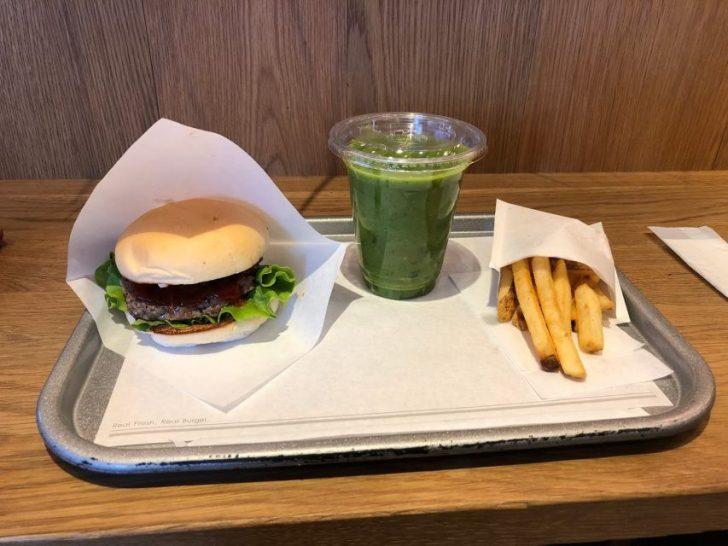 the-3rd-burger-サードバーガーのアボカドわさびバーガーとスムージー