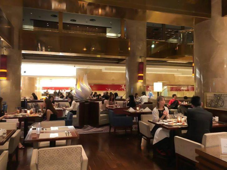 ヒルトン東京マーブルラウンジの様子。デザート&ディナーいちごブッフェ