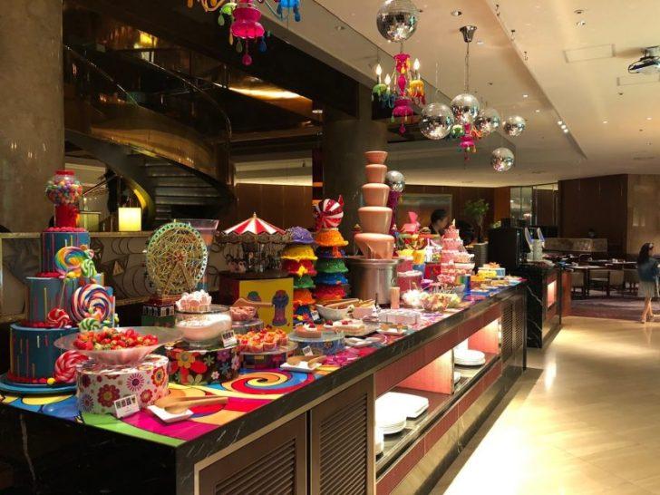 ヒルトン東京マーブルラウンジでデザート&ディナーいちごブッフェ