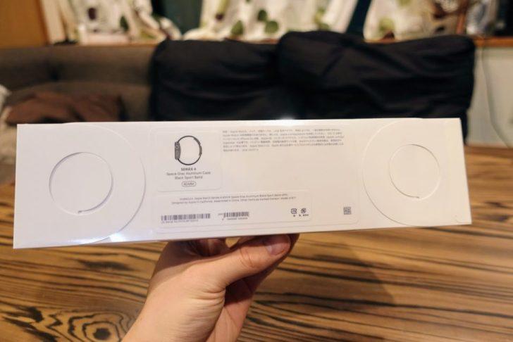 apple_watch_series4_spacegray_aluminum_40mmの外箱の裏側