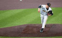 Iowa snags two wins in late night baseball