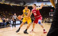 Minnesota beats Iowa despite Hawkeyes' strong second half