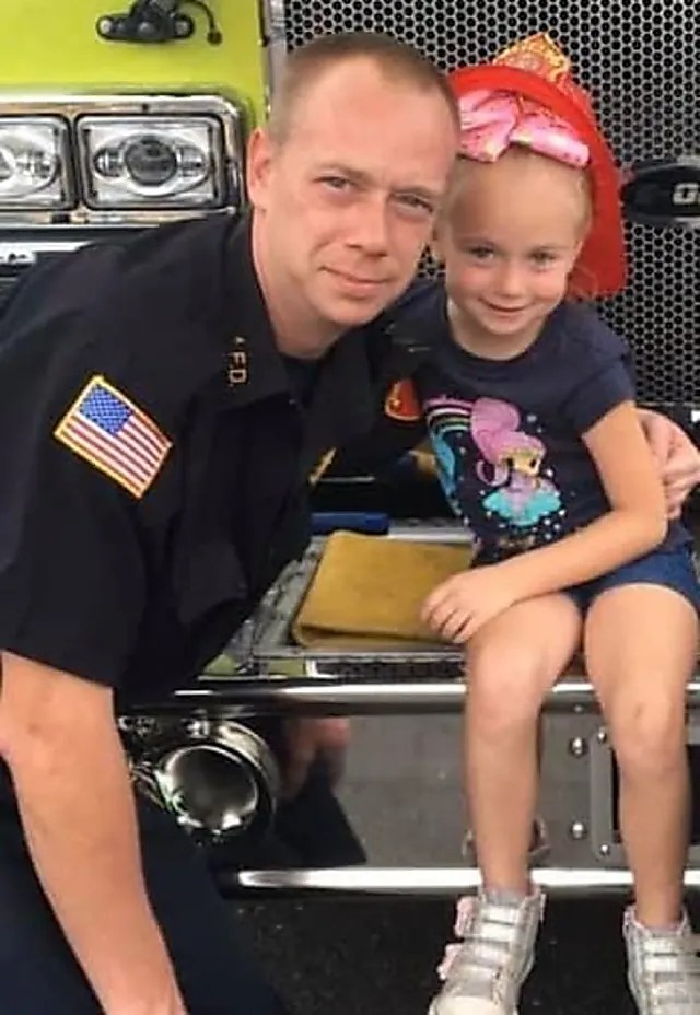 Middlesex Girl, 6 years old, rescues the father of the firefighters, the family in Overnight House Blaze