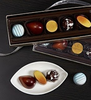 Unique Gifts for the Chocolate Lover #giftguides #chocolatelover
