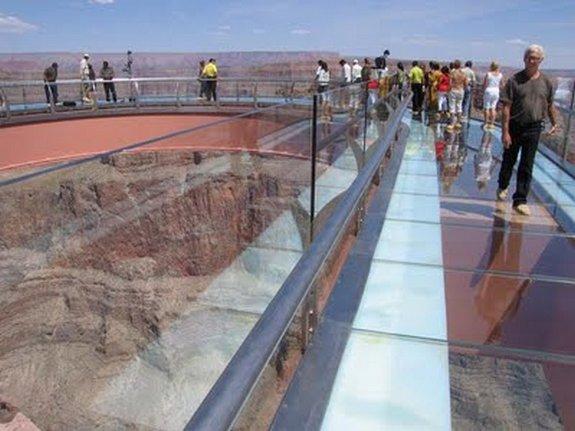 стеклянному мосту над Колорадо 10 в 4000 футов стекла мост над рекой Колорадо