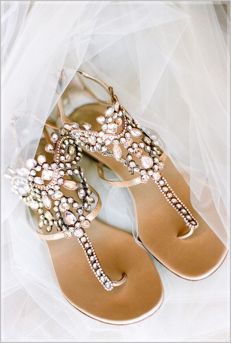 How to Choose Dressy Flat Sandals for Wedding
