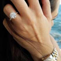 pictures of wedding rings on fingers by ring.empire