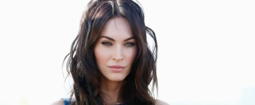 """Megan Fox attends the photocall of Paramount Pictures' """"TEENAGE MUTANT NINJA TURTLES"""" at ic! Berlin brillen GmbH on October 5, 2014 in Berlin, Germany. (Photo by Andreas Rentz/Getty Images for Paramount Pictures International)"""