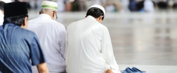 Muslims praying (Credit: Zurijeta/Shutterstock)