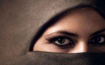 Woman in hijab, Shutterstock, Ihor Voloshyn