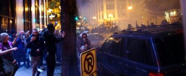 People try to move away from a gas cloud during a protest against the election of Republican Donald Trump as President of the United States in Portland, Oregon, U.S. November 12, 2016. REUTERS/William Gagan