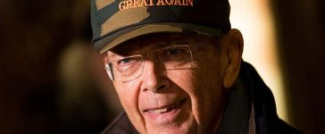 Wilbur Ross wears a Make America Great Again hat at Trump Tower in New York City (Getty Images\)