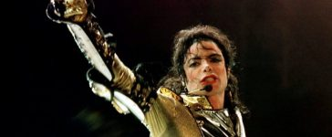 """U.S. popstar Michael Jackson performs during his """"HIStory World Tour"""" concert in Vienna, July 2, 1997. REUTERS/Leonhard Foeger"""