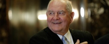 Former Georgia Governor Sonny Perdue arrives for a meeting with U.S. President-elect Donald Trump at Trump Tower in New York, U.S., November 30, 2016. (REUTERS/Mike Segar)