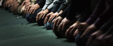 Worshippers take part in Friday prayers inside the mosque at the Mississauga Muslim Community Centre in Mississauga, Ontario January 18, 2013. Sufi cleric and leader of the Minhaj-ul-Quran religious organization, Muhammad Tahirul Qadri, has held several lectures at the Community Centre, located just west Toronto, Ontario. Qadri recently returned to Pakistan after living in Canada for several years to lead a call for reforms that has made him an instant hit among Pakistanis disillusioned with the state. Photo taken January 18, 2013. REUTERS/Mark Blinch