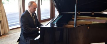 Russian President Vladimir Putin plays piano before meeting Chinese leader Xi Jinping on the first day of the Belt and Road Forum in Beijing, China May 14, 2017. (Photo: Sputnik/Aleksey Nikolskyi/Kremlin via REUTERS)