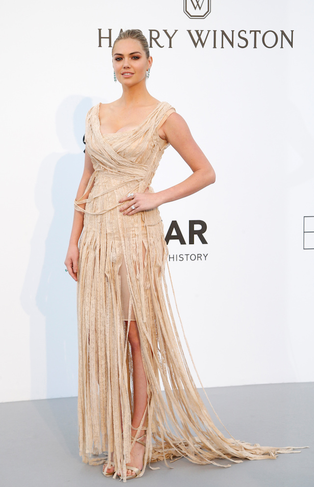 70th Cannes Film Festival ñ The amfAR's Cinema Against AIDS 2017 event ñ Photocall Arrivals - Antibes, France. 25/05/2017. Model Kate Upton poses. Picture taken May 25, 2017. REUTERS/Stephane Mahe - RTX37QKW