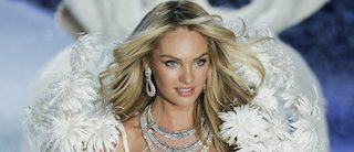 Snow angel Candice strikes a pose at the end of the runway at the annual VSFS. Beautiful! (Photo: Reuters)